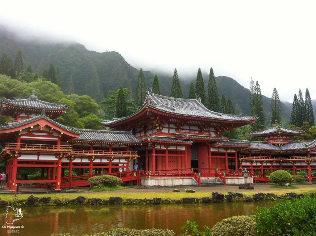 Le temple Byodo-In dans la Valley of the Temple sur l'île d'Oahu dans notre article L'île d'Oahu à Hawaii : Activités incontournables à faire lors d'un road trip #oahu #roadtrip #ile #hawaii