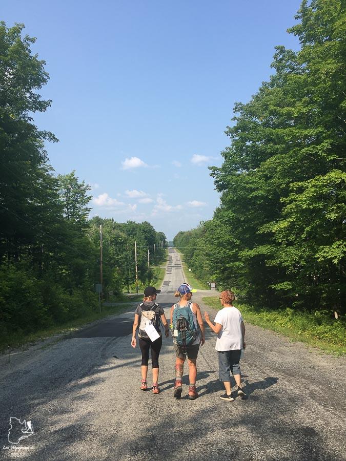 Marche sur le Mini-Compostelle du Québec à Mégantic sur le Compostelle du Québec dans notre article Chemin de Compostelle au Québec : Circuit de 6 jours au cœur de Mégantic #compostelle #quebec #megantic #cantonsdelest #marche #pelerinage