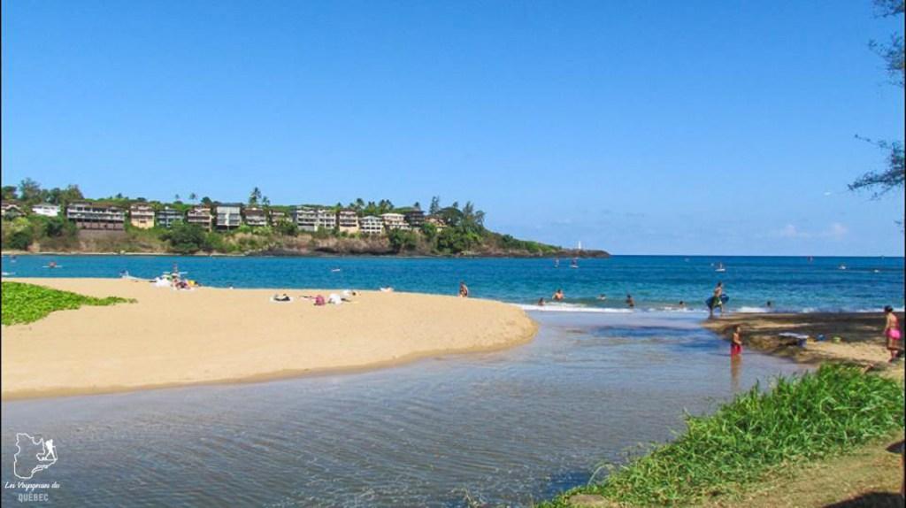Kalapaki beach à Kauai à Hawaii dans notre article sur Visiter Kauai à Hawaii : 12 incontournables à faire sur l'île de Kauai #kauai #hawaii #voyage #usa #ile #iledekauai #kauaihawaii #plage