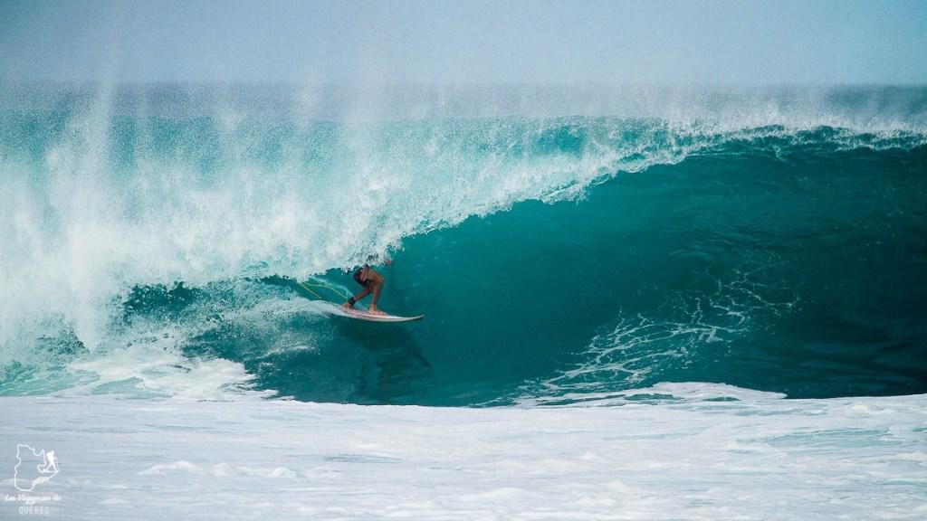 Surf à Kauai à Hawaii dans notre article sur Visiter Kauai à Hawaii : 12 incontournables à faire sur l'île de Kauai #kauai #hawaii #voyage #usa #ile #iledekauai #kauaihawaii #surf