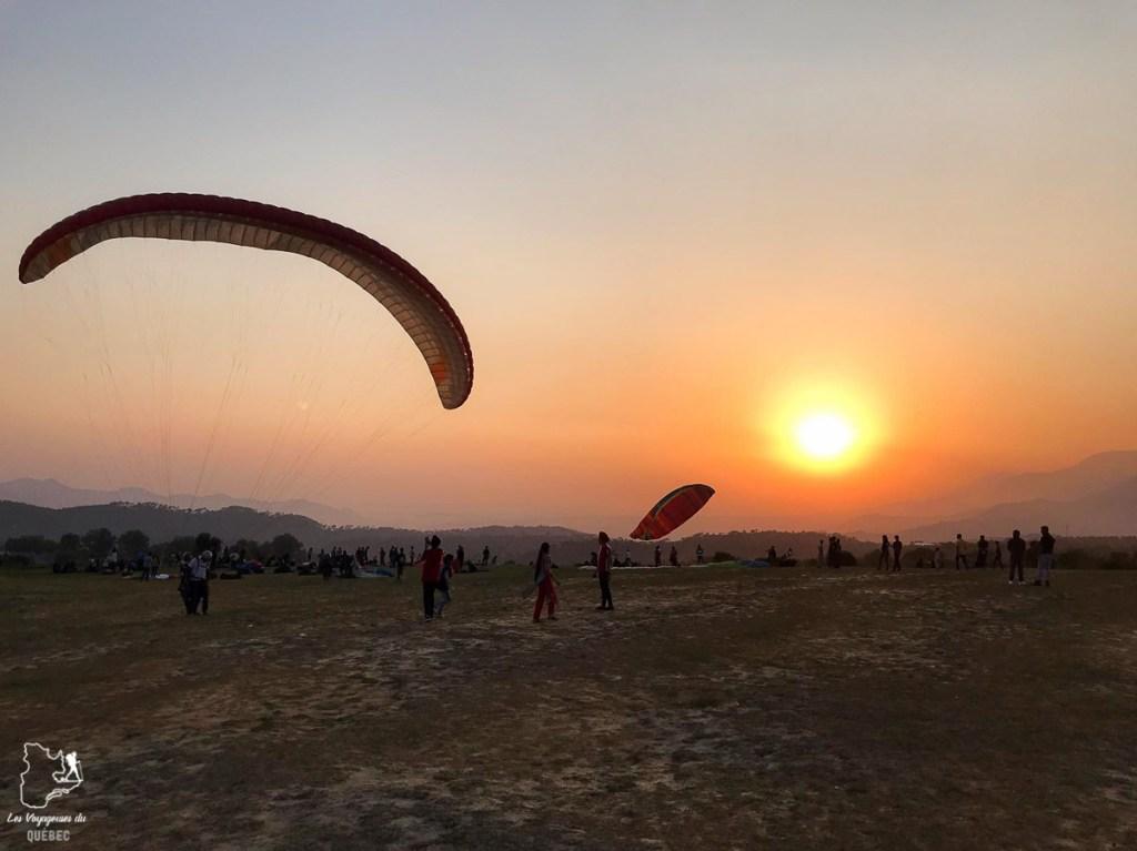 Parapente près de Dharamsala en Inde du Nord dans notre article Inde du Nord : Itinéraire et conseils pour un voyage dans le Nord de l'Inde #inde #indedunord #norddelinde #asie #voyage #cachemire #himachalpradesh