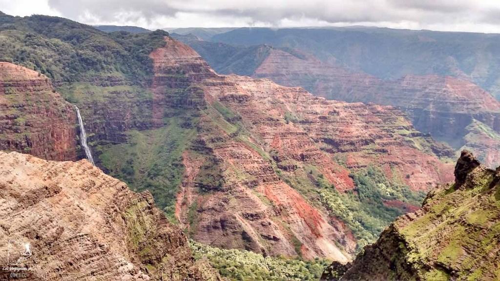 Waimea canyon, à visiter à Kauai à Hawaii dans notre article sur Visiter Kauai à Hawaii : 12 incontournables à faire sur l'île de Kauai #kauai #hawaii #voyage #usa #ile #iledekauai #kauaihawaii #waimea #canyon