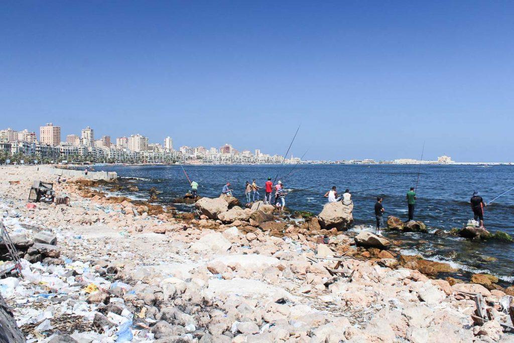 Pollution à Alexandrie en Égypte dans notre article Le Nil en Égypte : L'itinéraire de mon voyage sur le Nil en train #egypte #nil #afrique #train #voyage #alexandrie