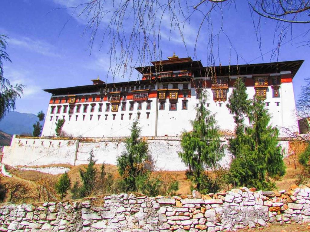 Forteresse de Paro à visiter au Bhoutan dans notre article Visiter le Bhoutan : Voyage dans ce petit royaume enchanteur hors du temps #bhoutan #asie #voyage