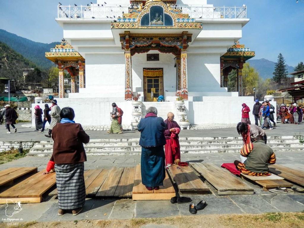Circumanbulation autour du Mémorial Chorten dans notre article Visiter le Bhoutan : Voyage dans ce petit royaume enchanteur hors du temps #bhoutan #asie #voyage