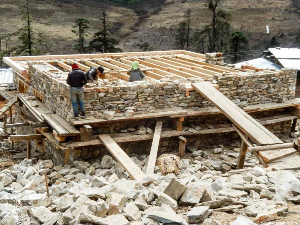 Construction de maison au Bhoutan dans notre article Visiter le Bhoutan : Voyage dans ce petit royaume enchanteur hors du temps #bhoutan #asie #voyage