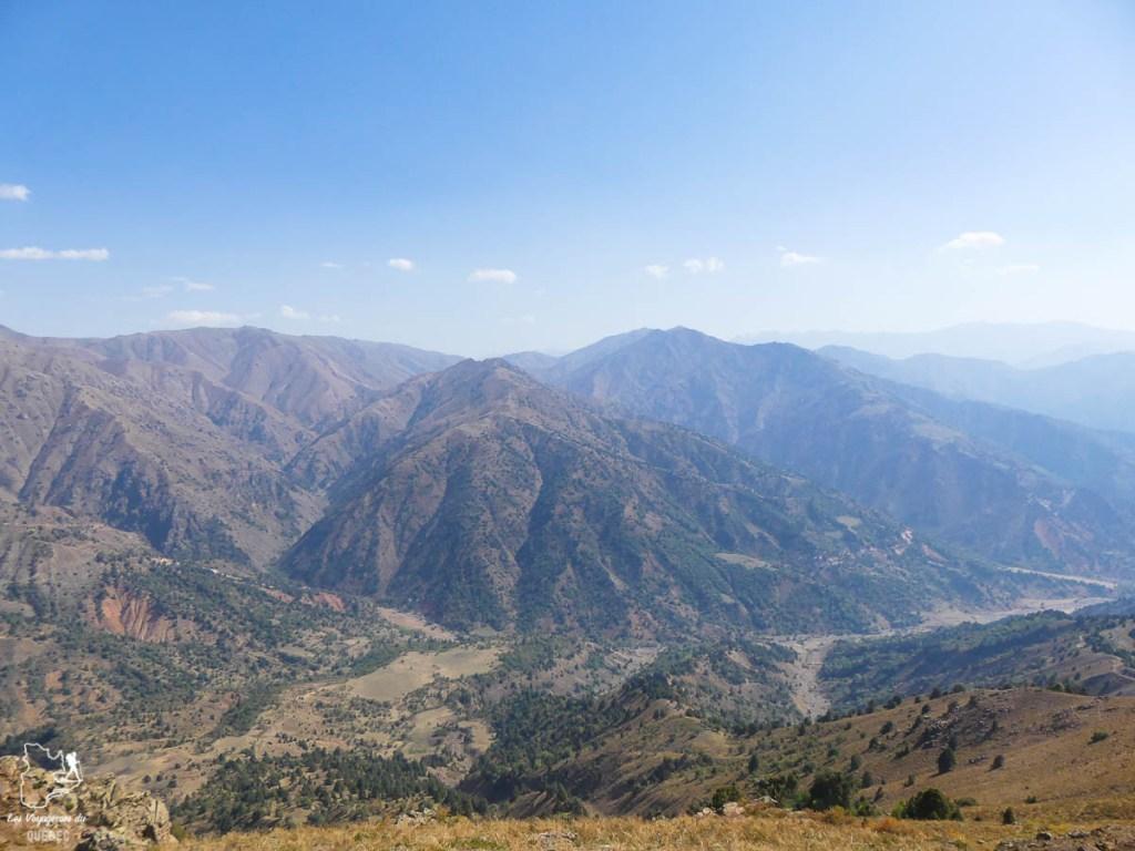 Randonner dans les montagnes du Tian Shan lors d'un voyage en Ouzbékistan dans notre article Visiter l'Ouzbékistan : 7 incontournables à voir lors d'un voyage en Ouzbékistan #ouzbekistan #asiecentrale #routedelasoie #voyage #tianshan