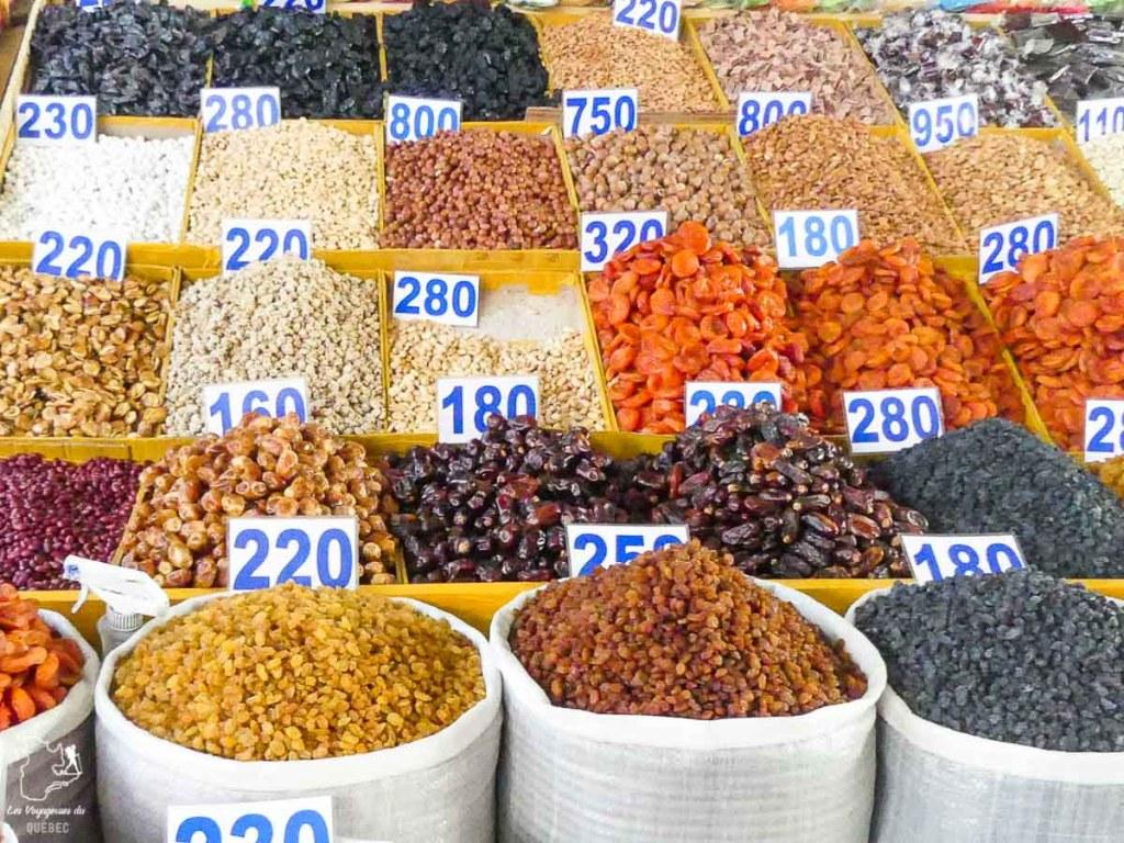 Produits frais au Marché de Tchorsou à visiter en Ouzbékistan dans notre article Visiter l'Ouzbékistan : 7 incontournables à voir lors d'un voyage en Ouzbékistan #ouzbekistan #asiecentrale #routedelasoie #voyage #Tachkent
