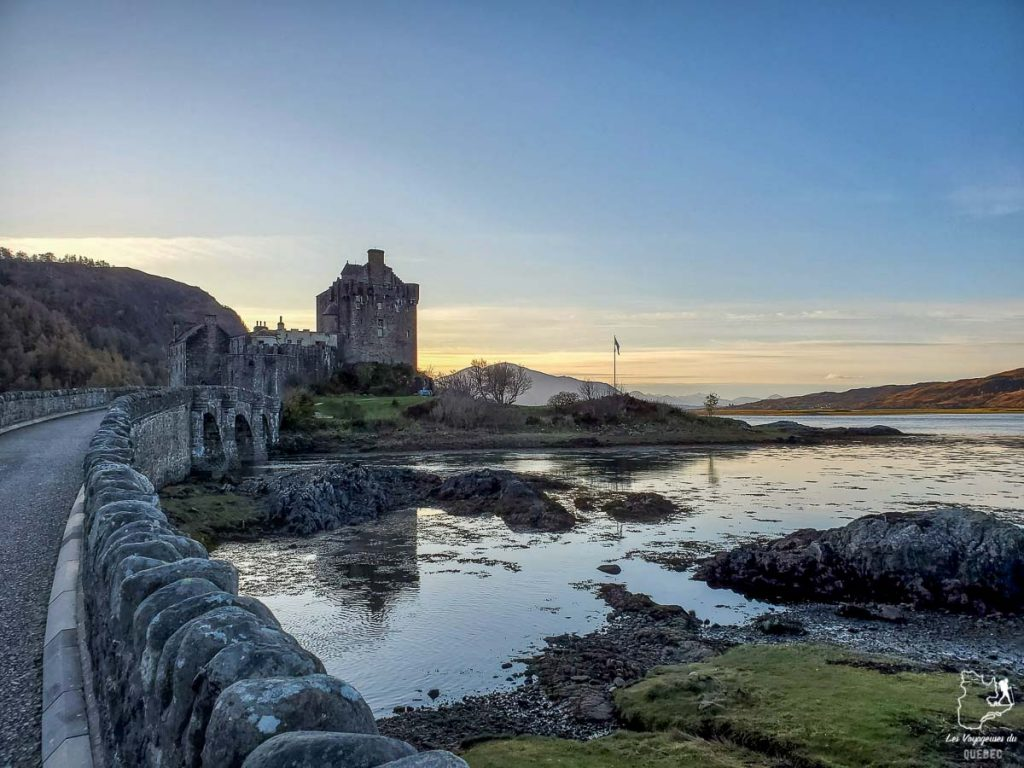 Château de Eilean Donan dans les Highlands en Écosse dans notre article Road trip en Écosse : Une semaine de road trip sportif et gastronomique #ecosse #roadtrip #europe #grandebretagne #royaumeunis #voyage