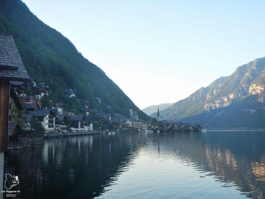 Ville d'Hallstatt dans les Alpes autrichiennes en été dans notre article Voyage dans les Alpes autrichiennes en été, ces belles montagnes d'Autriche #alpes #autriche #alpesautrichiennes #montagnes #voyage #europe