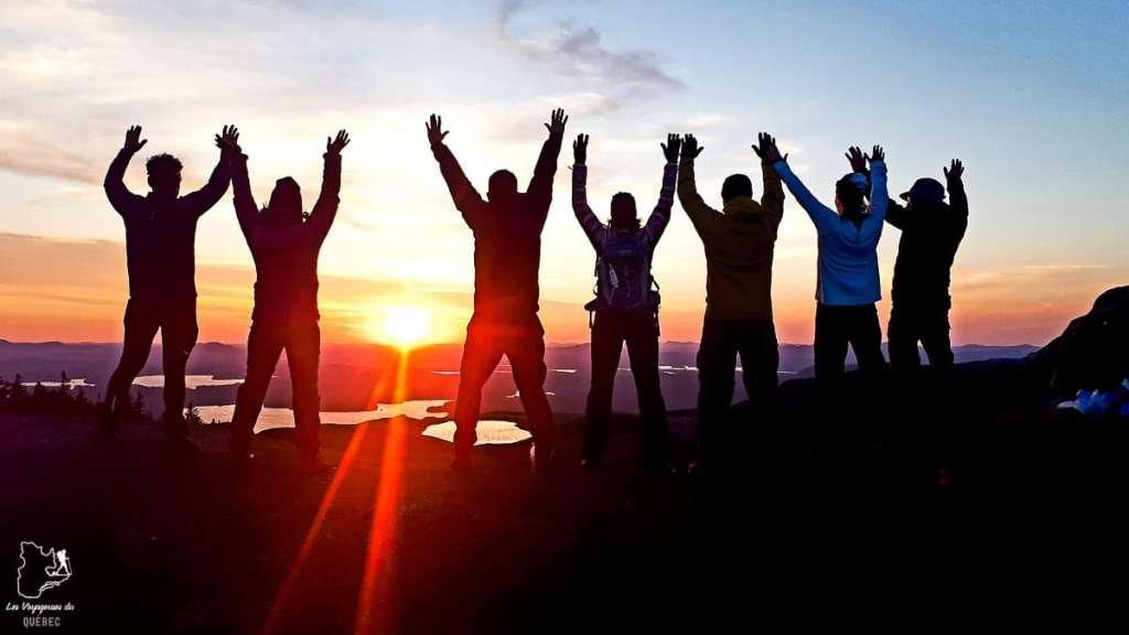 Avec un super groupe au sommet du Mont Ampersand dans les Adirondacks dans notre article Devenir un Adirondack 46er : Faire l'ascension des 46 plus hautes montagnes des Adirondacks #adirondack #adirondacks #46ers #46er #ADK46er #montagnes #usa #randonnee