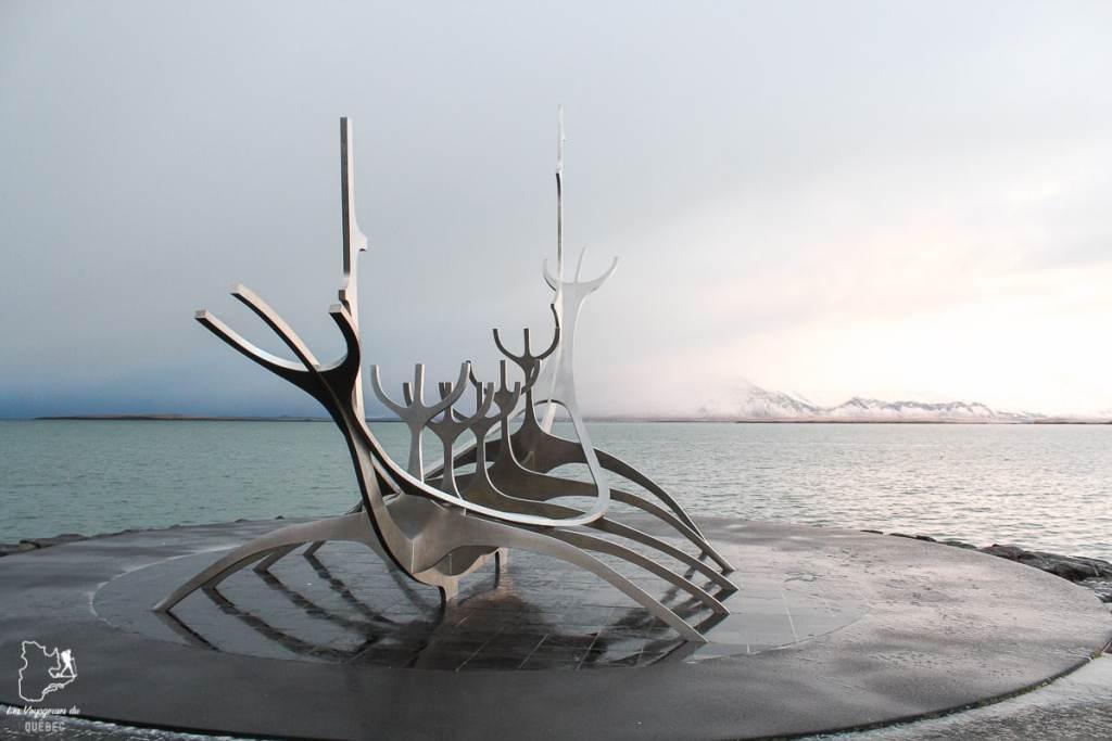 Un drakkar, un bateau viking, dans notre article Visiter l'Islande : quoi faire et voir en 4 jours seulement #islande #europe #voyage
