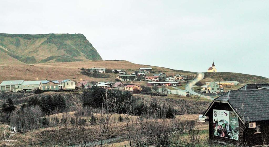 Le village de Vik, au sud de l'Islande dans notre article Visiter l'Islande : quoi faire et voir en 4 jours seulement #islande #europe #voyage