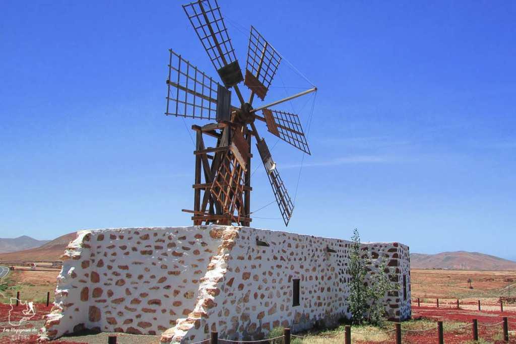 Moulin à vent à Fuerteventura dans notre article Visiter Fuerteventura : petit paradis des îles Canaries en Espagne #Fuerteventura #canaries #espagne #voyage #ile