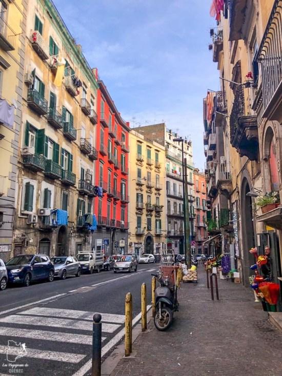 Visiter Naples et ses petites rues dans notre article Que faire à Naples en Italie et voir : Visiter Naples, Pompéi et la Côte Amalfitaine #naples #italie #europe #voyage #pompei #coteamalfitaine