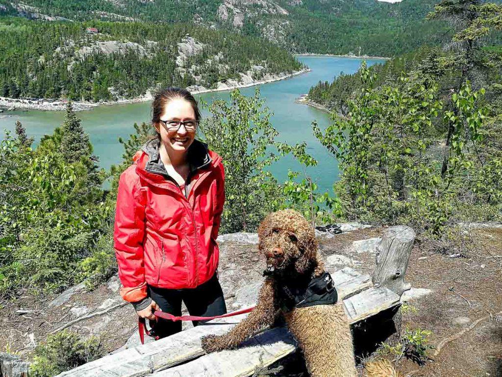La randonnée à Baie-des-Rochers dans Charlevoix dans notre article Voyager avec son chien au Québec : Que faire et où aller #quebec #chien #voyager
