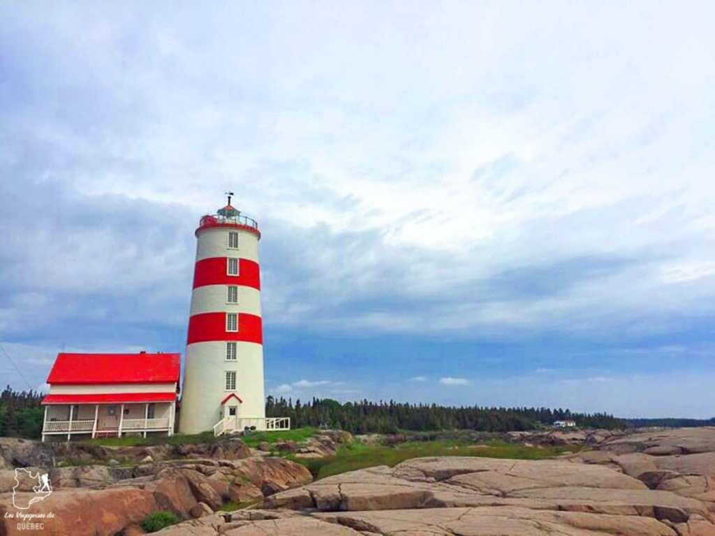 Phare à Pointe-des-Monts sur la Côte-Nord dans notre article Visiter la Côte-Nord au Québec : mes coups de cœur tout en nature #cotenord #quebec #canada #nature