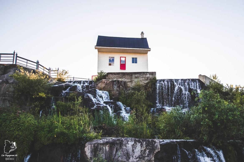 Maison blanc dans le circuit historique à Chicoutimi dans notre article Tourisme au Saguenay-Lac-Saint-Jean : Itinéraire complet pour 5 jours de road trip dans le région #saguenay #lacsaintjean #saguenaylacsaintjean #quebec #quebecoriginal