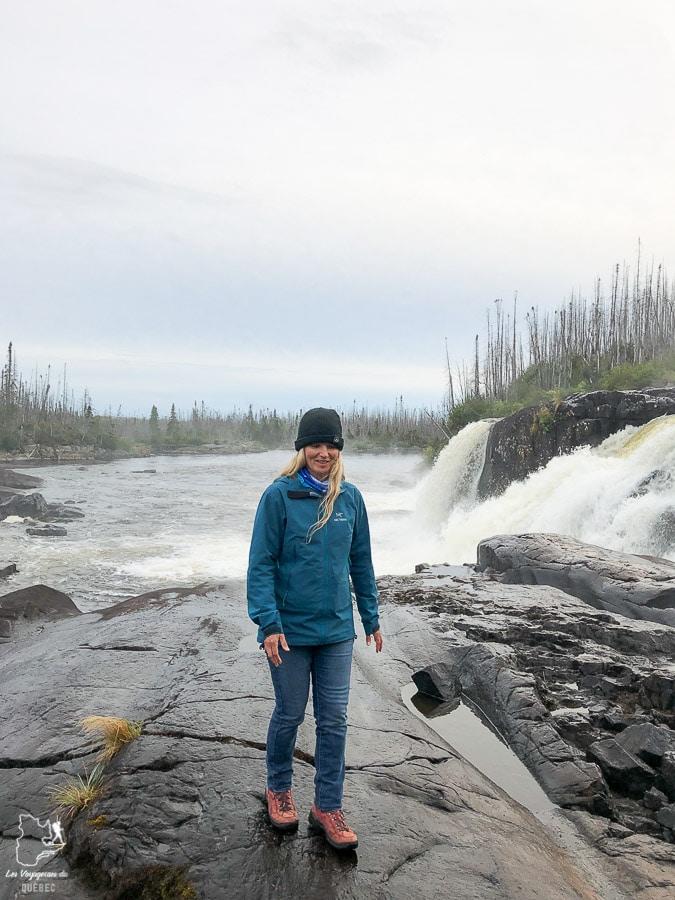 Randonnée à la Chute Quetachou dans notre article Road trip sur la Côte-Nord au Québec : Itinéraire voyage de 10 jours en van #cotenord #quebec #bonjourquebec #canada #roadtrip #voyage