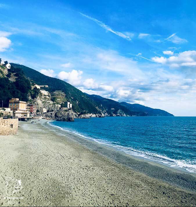 Plage du village de Monterosso dans les Cinque Terre dans notre article Visiter les Cinque Terre en Italie avec ses charmants villages colorés #cinqueterre #italie #ligurie #voyage #europe