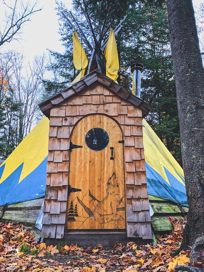 Hébergements insolites au Toits du monde à Nominingue dans notre article La randonnée au Québec : 8 randonnées pédestres au Québec testées et approuvées #randonnee #randonneepedestre #quebec #canada