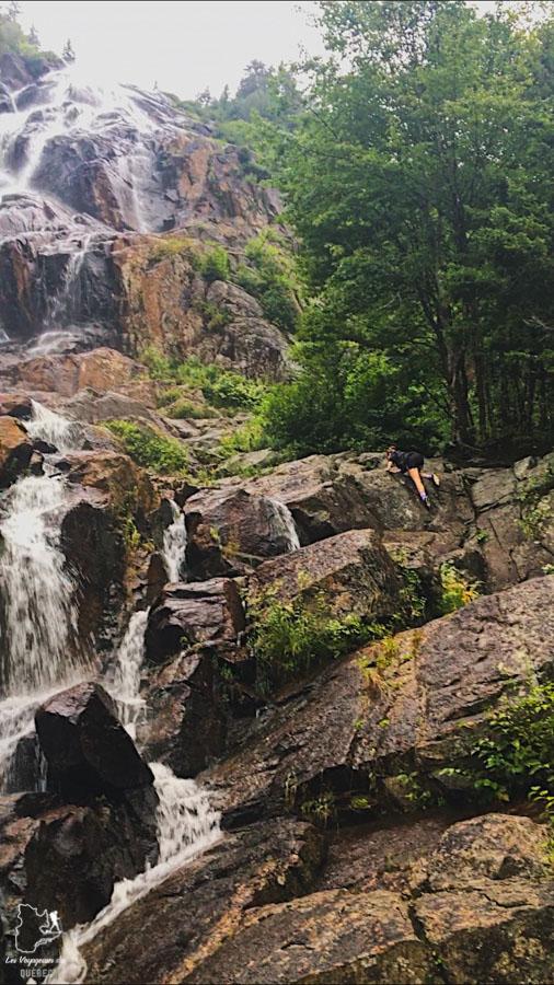 Chute Delaney lors d'une randonnée dans la Vallée Bras-du-Nord dans notre article La randonnée au Québec : 8 randonnées pédestres au Québec testées et approuvées #randonnee #randonneepedestre #quebec #canada