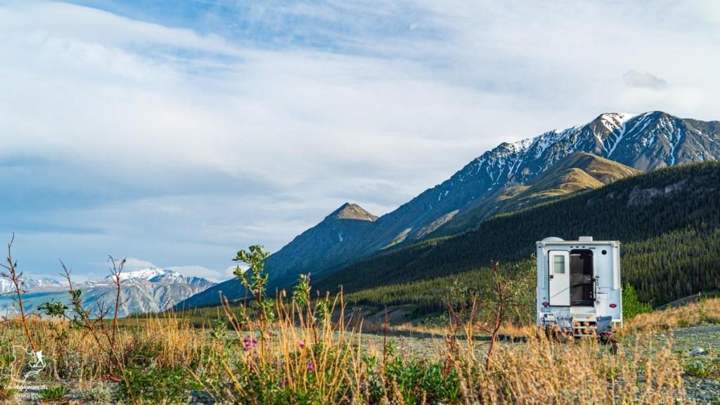 Dormir dans le camper truck en road trip au Yukon au Canada dans notre article Mon road trip au Yukon au Canada : 12 jours de liberté en truck camper au gré du vent #yukon #canada #roadtrip #voyage