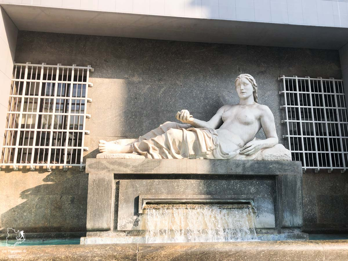 Statue à la Piazza CLN à Turin dans notre article Visiter Turin en 1 jour : Que voir et que faire à Turin en Italie #turin #italie #europe #voyage
