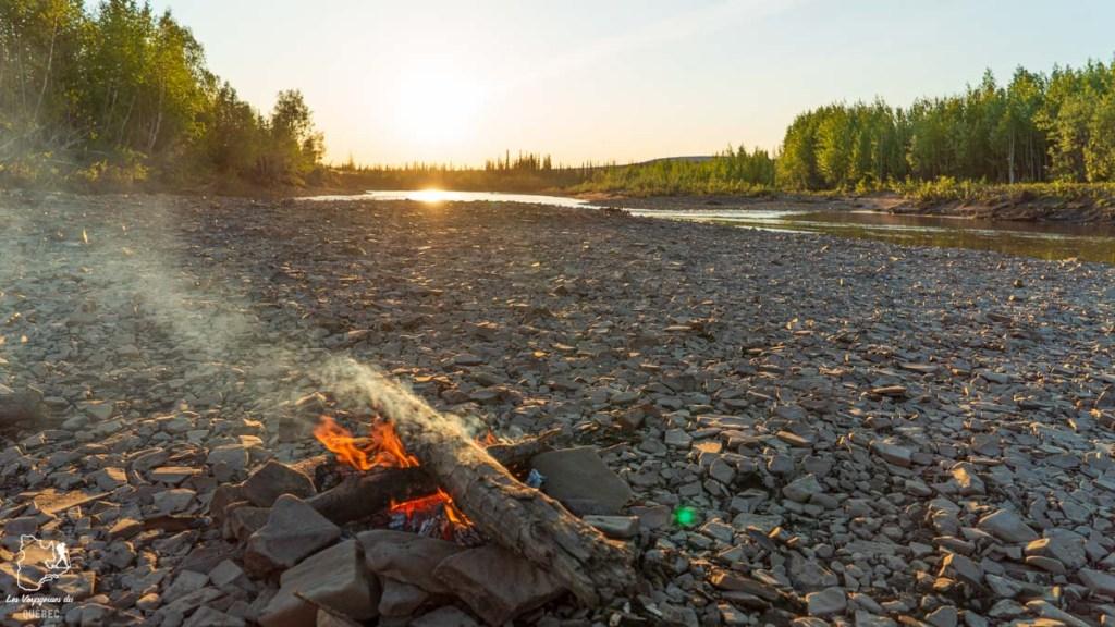 Soleil de minuit au Yukon au Canada dans notre article Mon road trip au Yukon au Canada : 12 jours de liberté en truck camper au gré du vent #yukon #canada #roadtrip #voyage