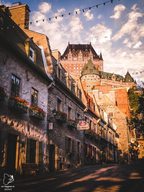 Photographier le château Frontenac à partir de la rue Sous le Fort dans notre article Visiter Québec à travers ses plus beaux points de vue : 12 endroits où photographier la ville de Québec #quebec #villedequebec #canada #photographie
