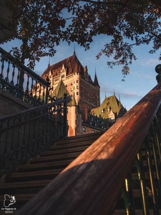 Photographier le château Frontenac à partir de l'escalier Frontenac dans notre article Visiter Québec à travers ses plus beaux points de vue : 12 endroits où photographier la ville de Québec #quebec #villedequebec #canada #photographie