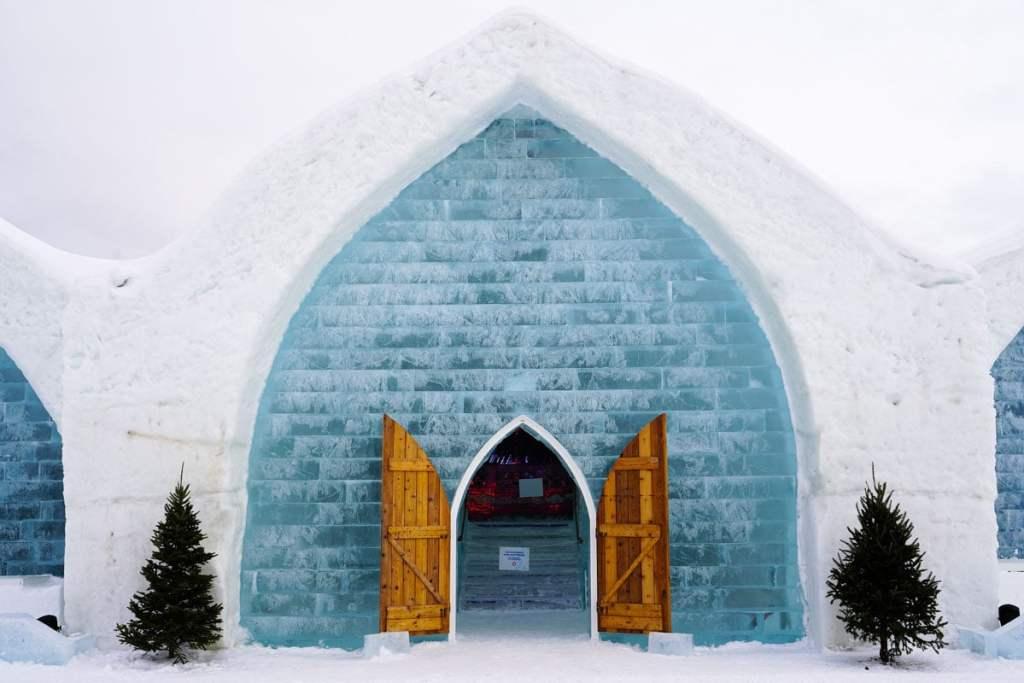 Dormir à l'Hôtel de glace de Québec dans notre article 10 activités hivernales au Québec : quoi faire au Québec en hiver #hiver #quebec #canada #activites