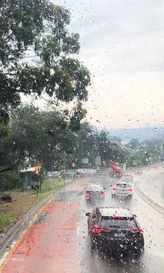 Pluie torrentielle en Australie dans notre article Que faire quand il pleut en voyage: 11 idées de que faire par temps de pluie #pluie #voyage #astuces