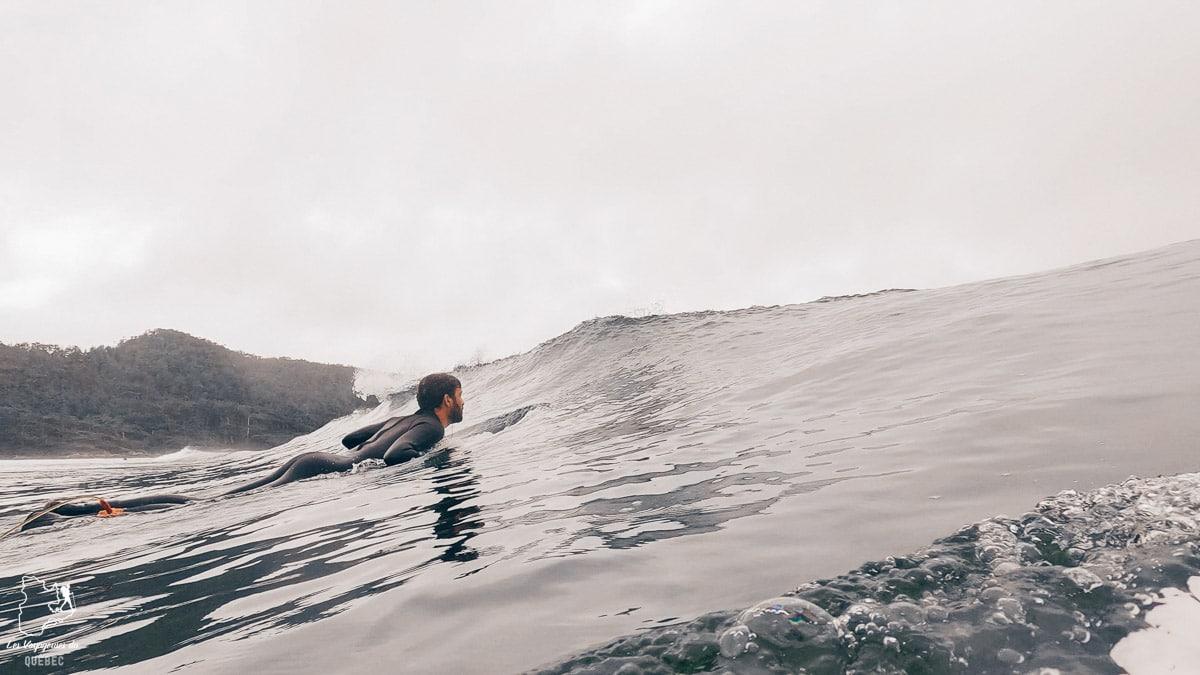 Surfer à Tofino dans l'Ouest canadien dans notre article Voyager au Canada en temps de pandémie : Mon voyage dans l'Ouest canadien #canada #ouestcanadien #pandemie #covid19 #voyage