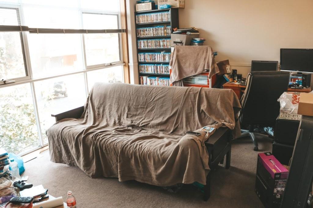 Vérifier les conditions d'hébergement chez vos hôtes Couchsurfing dans notre article Faire du Couchsurfing en tant que femme : 10 conseils pour voyageuses solo #couchsurfing #herbergement #petitbudget #securite #voyage #femme