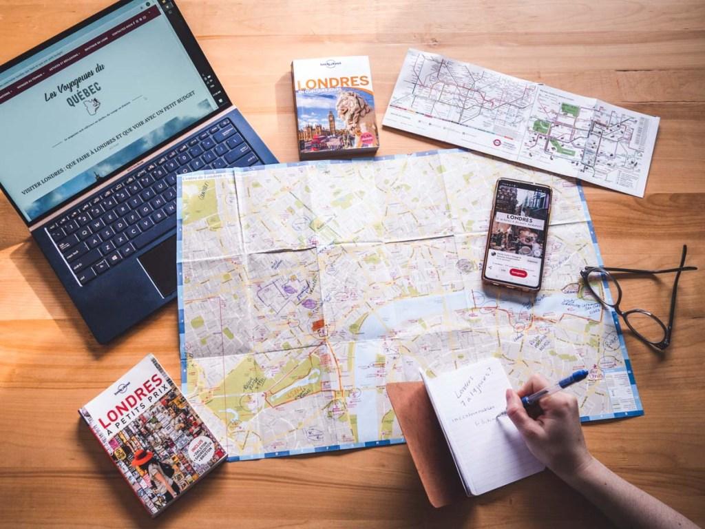 Planifier son itinéraire dans notre article Voyager par procuration : 10 manières de se sentir en voyage à la maison #voyager #voyage #chezsoi #procuration