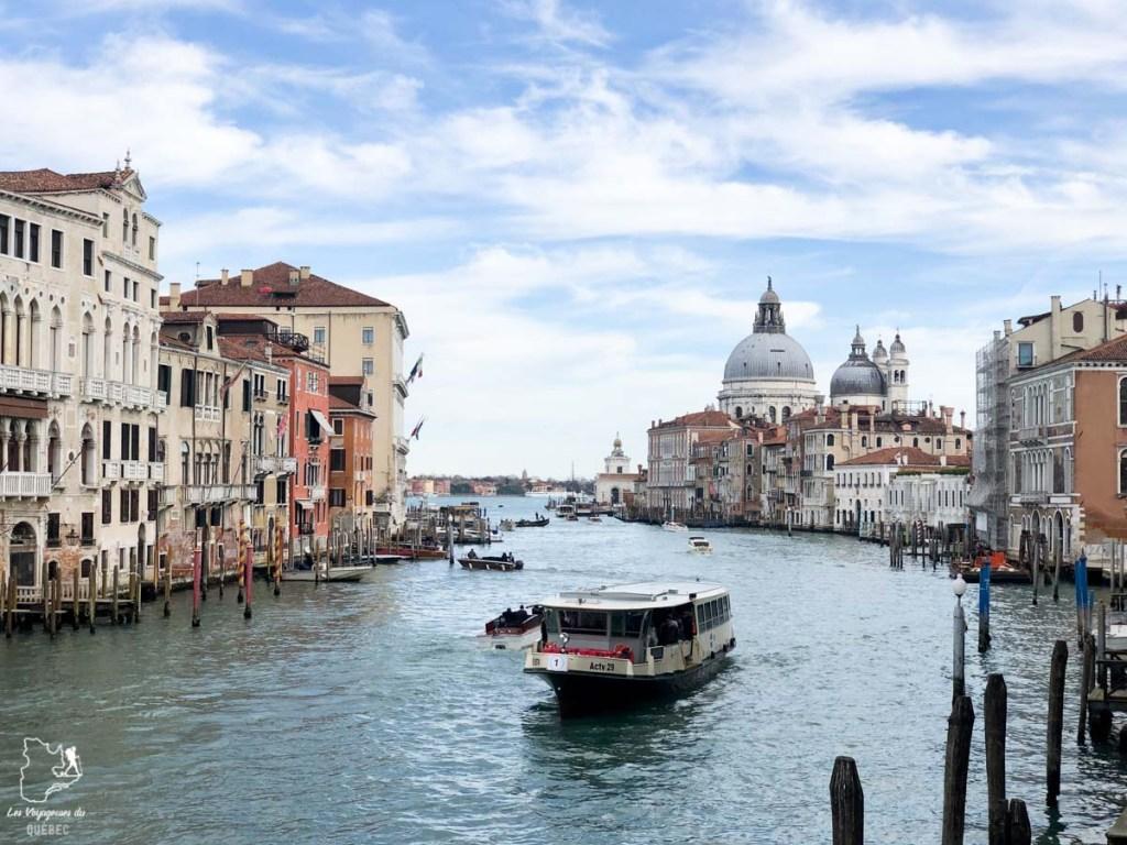 Vue sur le Grand Canal depuis le Pont de l'Académie à Venise dans notre article Visiter Venise en 4 jours : Que voir et que faire à Venise en Italie #venise #venetie #italie #voyage #europe