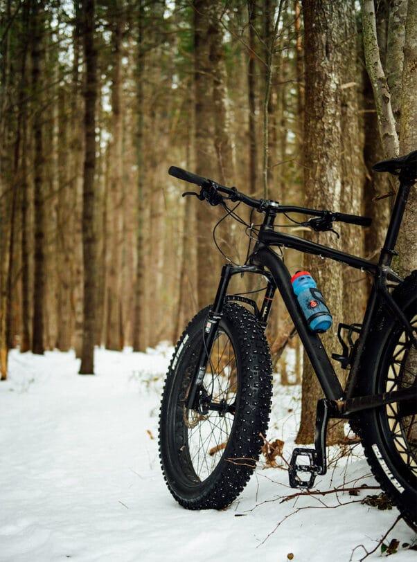 Faire du fatbike au Mont-Tremblant dans notre article Fatbike au Québec : 8 endroits pour faire du fatbike au Québec en hiver #fatbike #velo #quebec #hiver