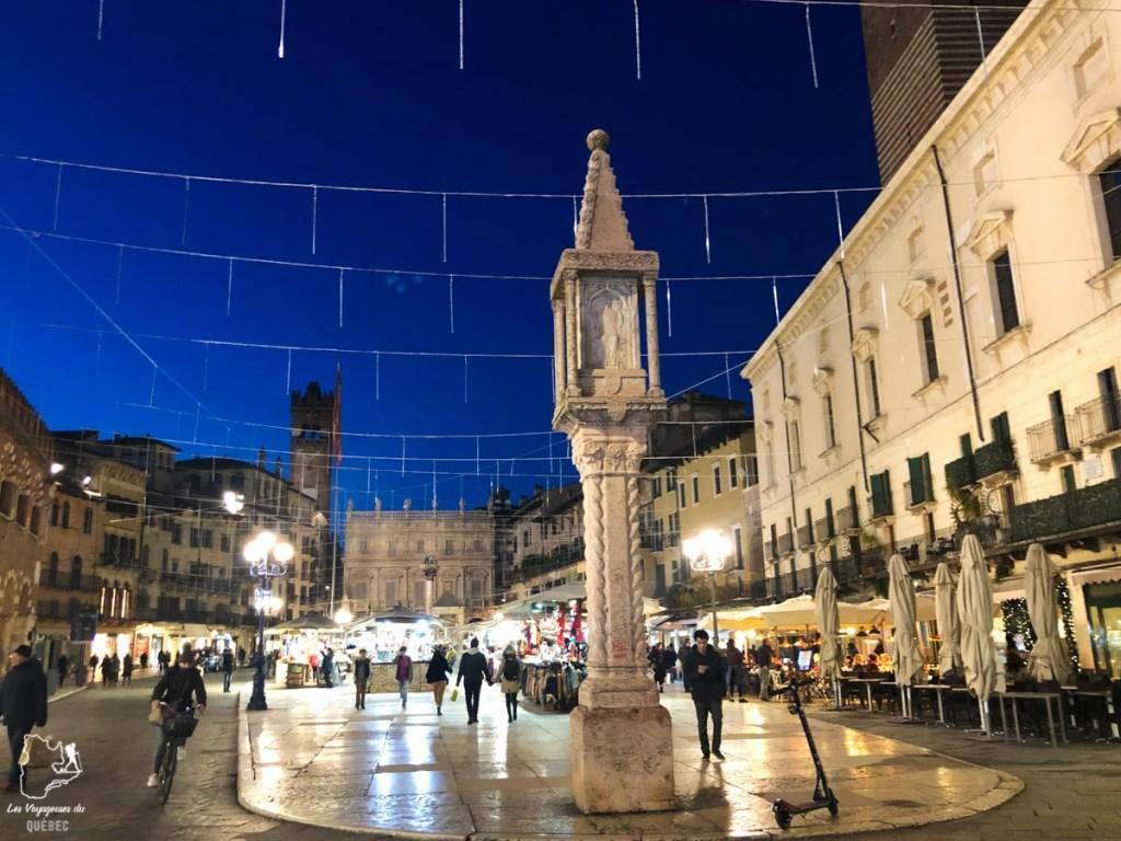 Piazza delle Erbe à Vérone dans notre article Visiter Vérone en Italie : mes incontournables de la ville de Roméo et Juliette #verone #italie #venetie #voyage #europe