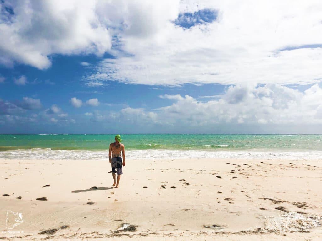 Plage déserte de Playa Punta Esmeralda à Playa del Carmen au Mexique dans notre article Quoi faire à Playa del Carmen et dans le Quintana Roo au Mexique en indépendant #playadelcarmen #quintanaroo #mexique #voyage #caraibes #yucatan