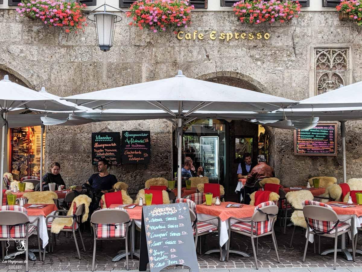 Café rue Maria-Theresien-Straße à Innsbruck dans notre article Petit guide pour visiter Innsbruck en Autriche : Que faire à Innsbruck en un jour #Innsbruck #autriche #europe #voyage