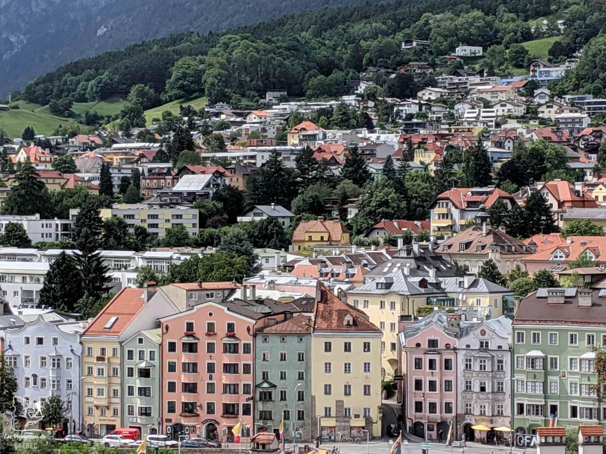 Maisons colorées d'Innsbruck dans notre article Petit guide pour visiter Innsbruck en Autriche : Que faire à Innsbruck en un jour #Innsbruck #autriche #europe #voyage