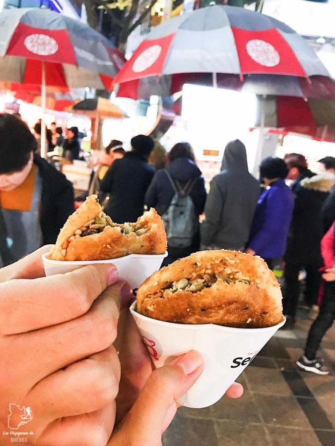 Hotteok dans le Quartier BIFF Square de Busan dans notre article Visiter Busan en Corée du Sud : Quoi faire à Busan en 7 incontournables #coreedusud #asie #voyage #busan