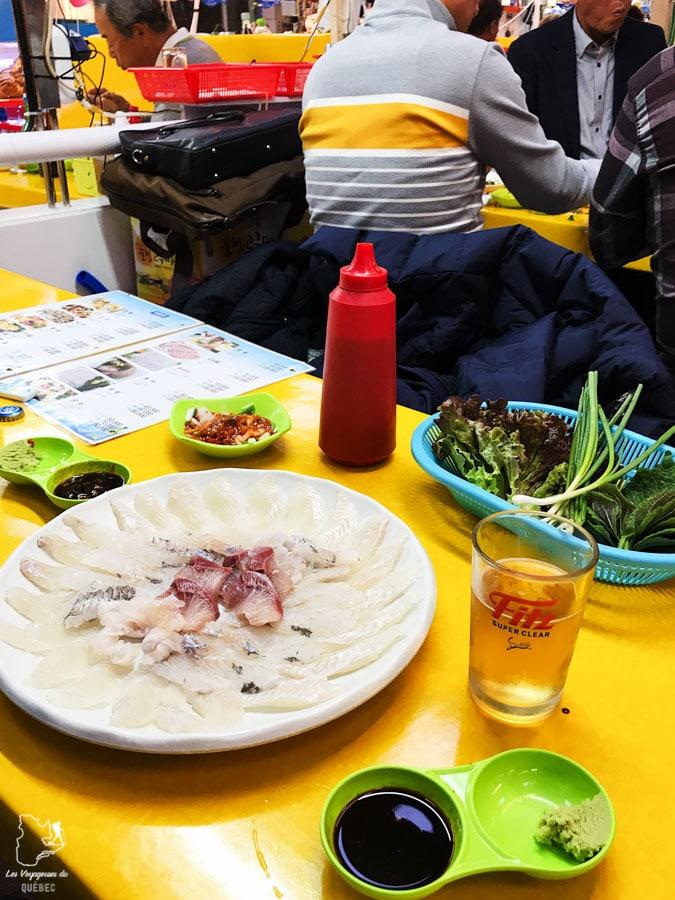 Repas au marché de poissons Jagalchi à Busan dans notre article Visiter Busan en Corée du Sud : Quoi faire à Busan en 7 incontournables #coreedusud #asie #voyage #busan