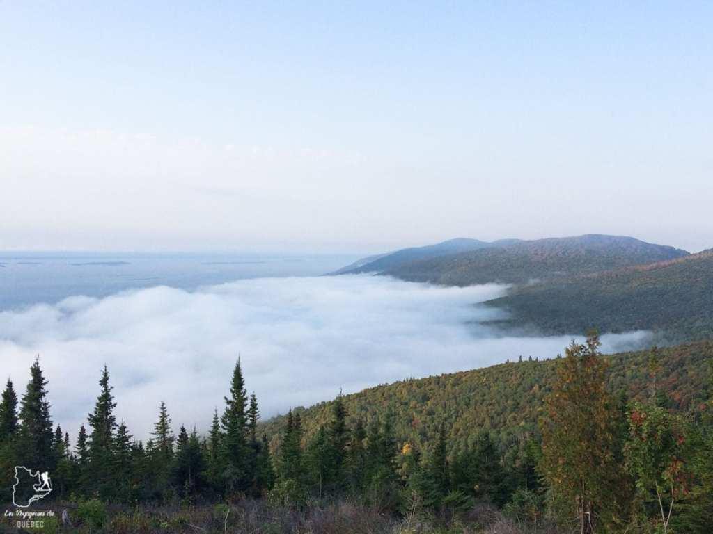 Vue depuis un refuge sur le Sentier des Caps de Charlevoix dans notre article Nuit en montagne: 5 endroits où dormir au sommet d'une montagne au Québec #quebec #montagne #sommet #hebergement