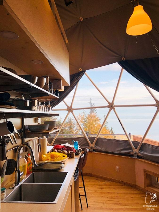 Intérieur du Géodôme du Mont St-Joseph à Carleton-sur-Mer dans notre article Nuit en montagne: 5 endroits où dormir au sommet d'une montagne au Québec #quebec #montagne #sommet #hebergement