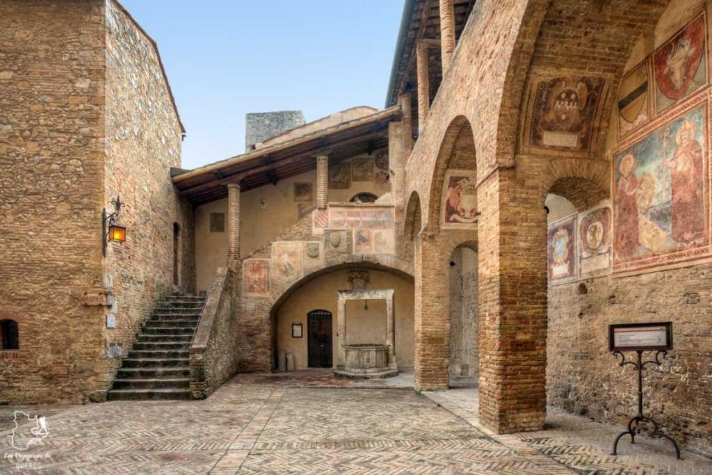 Le Palazzo comunale de San Gimignano en Italie dans notre article Mon weekend à visiter San Gimignano en Italie : Magnifique ville fortifiée de la Toscane #sangimignano #toscane #italie #unesco #voyage