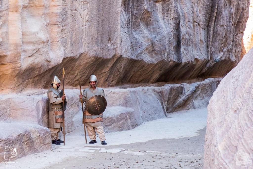 Gardes à l'entrée du Siq à Petra en Jordanie dans notre article Visiter la Jordanie: Mon itinéraire de 2 semaines en road trip en Jordanie #jordanie #road trip #voyage
