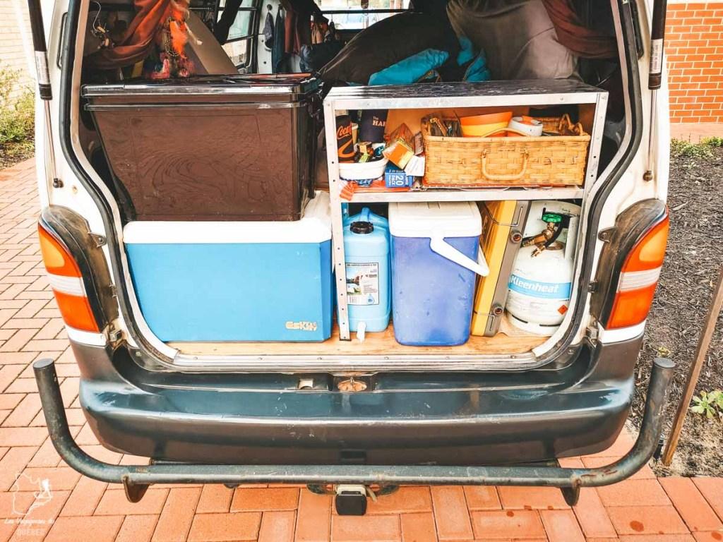 Aménagement de ma cuisine en van en Australie dans notre article Tout savoir pour préparer son road trip en van en Australie #australie #roadtrip #van #voyage