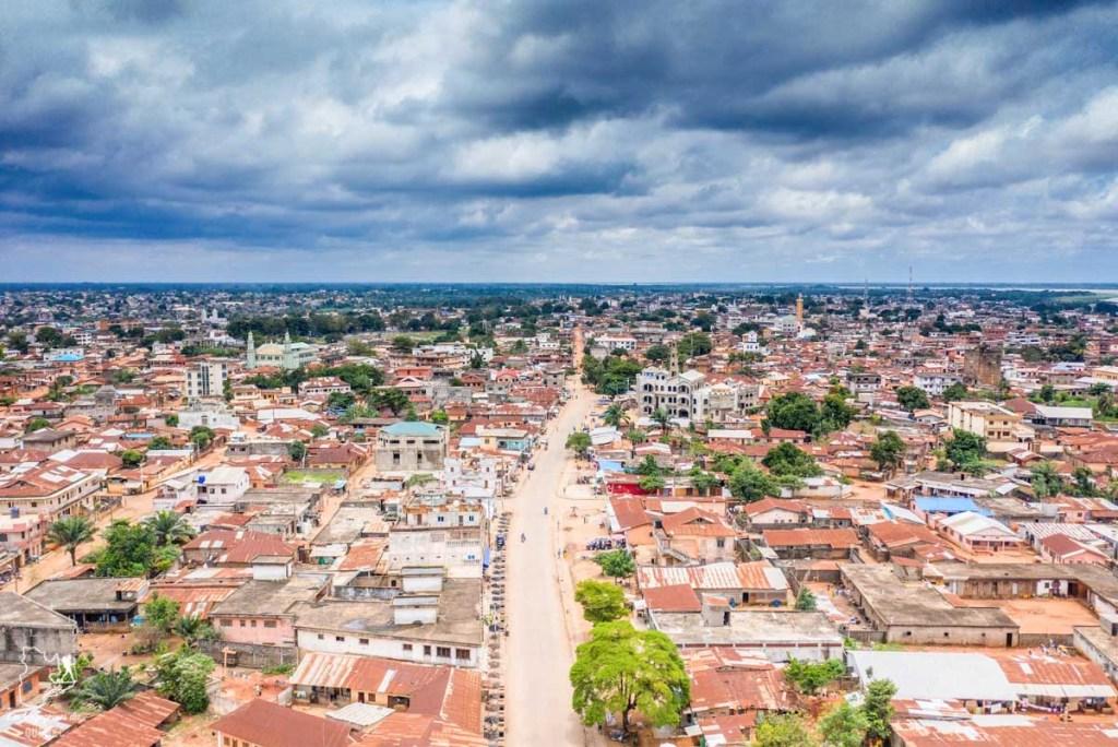 Ville de Cotonou au Bénin en Afrique dans notre article Voyage au Bénin: Le Bénin en Afrique en 8 incontournables à visiter #benin #afrique #voyage